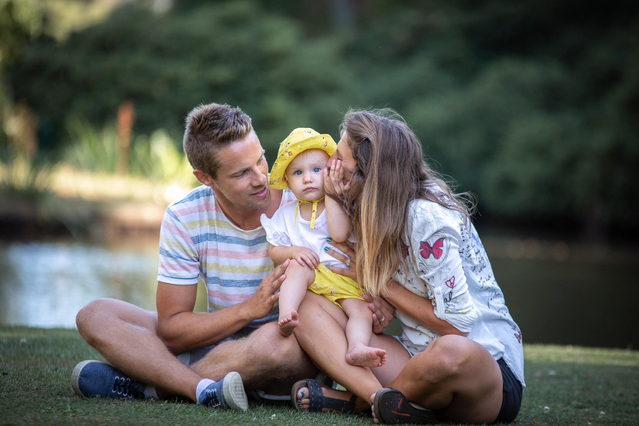 Familjefotografering i underbart väder i Ronneby Brunnspark i Blekinge